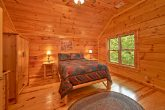 Cabin with 1 king bed and 4 queen beds