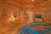 Cabin with 5 private bedrooms