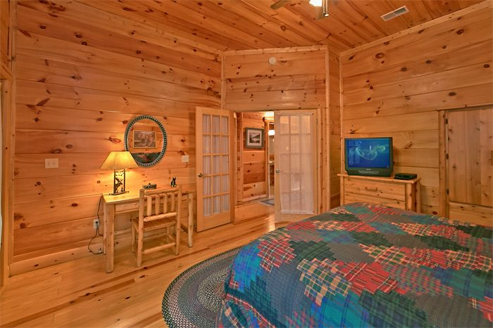 Cabin with 5 private bedrooms - Shoot the Moon