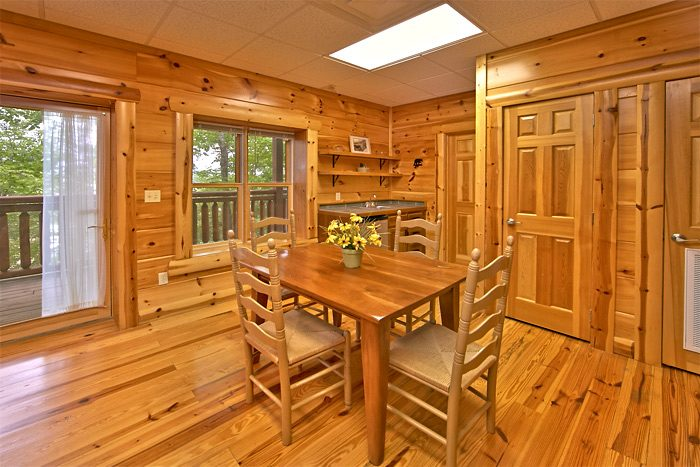 Cabin with kitchenette and extra dining room - Shoot the Moon