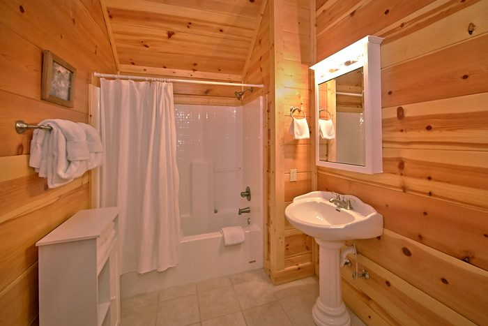 Cabin with 5 private baths - Shoot the Moon
