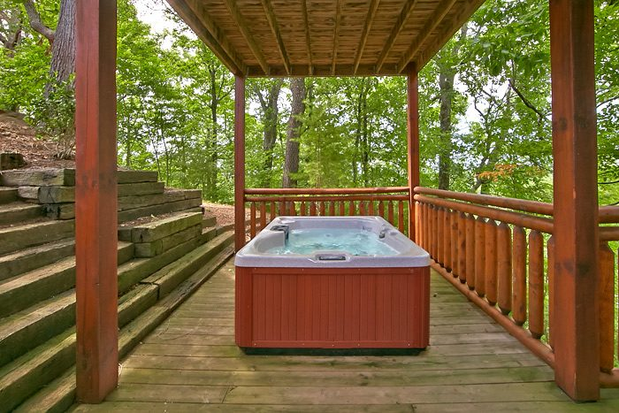 Cabin with hot tub and covered deck - Shoot the Moon