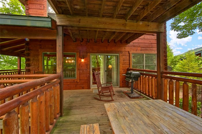 5 bedroom cabin with gas grill and picnic table - Shoot the Moon
