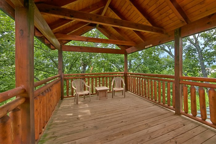 Cabin with private deck and wooded view - Shoot the Moon