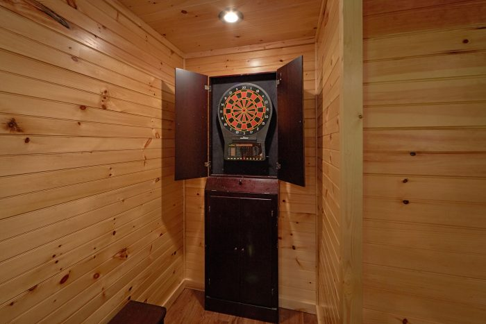 3 Bedroom Cabin with Game Room Sleeps 12 - Simply Incredible