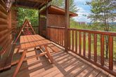 Cabin with PIcnic Table, deck and Hot Tub