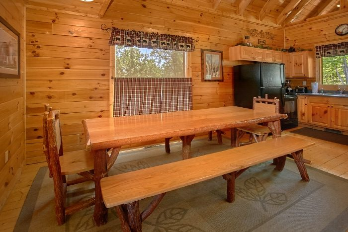 4 Bedroom cabin with Dining Table and Bench Seat - Simply the Smokies