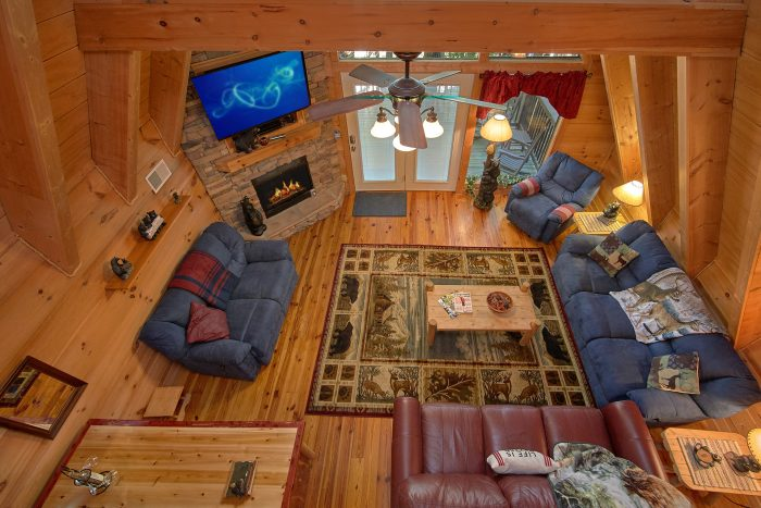 Spacious 3 Bedroom in Gatlinburg Sleeps 8 - Skiing With The Bears