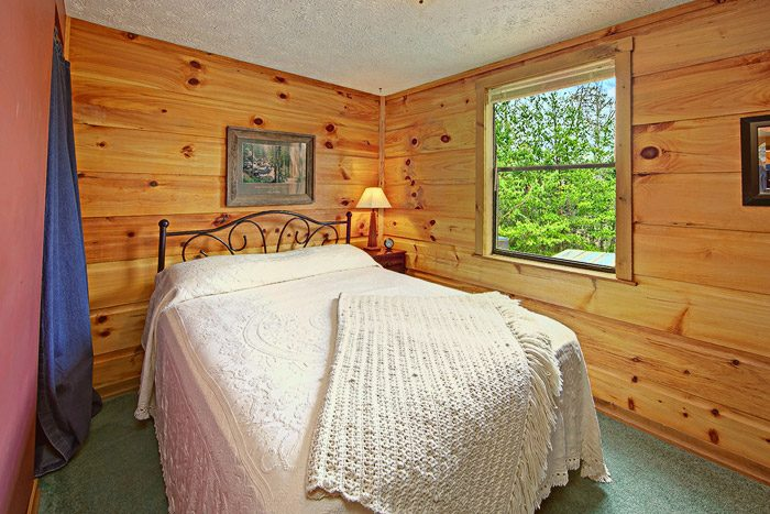 Queen Bedroom in Cabin - Sleepy Ridge