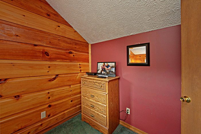 Bedroom with Dresser - Sleepy Ridge