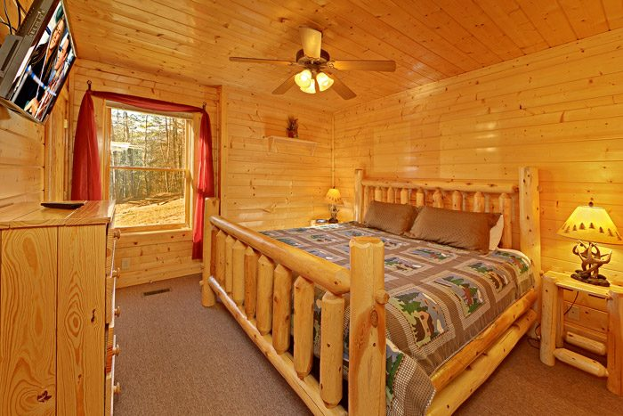 Cabin with Spacious Bedroom - Smokies View