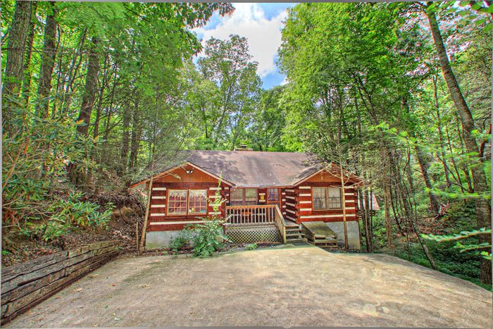 Chalet village honeymoon cabin rental gatlinburg tn for Cabin rentals near smoky mountains