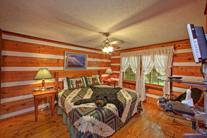 King Size Bedroom - Smoky Mountain High