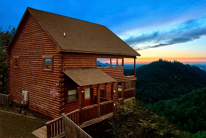 4 bedroom cabin in sevierville tn near dollywood for Smoky mountain tennessee cabin rentals