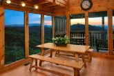 Cabin with large dining room and mountain view