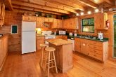 Cabin with full kitchen and mountain views
