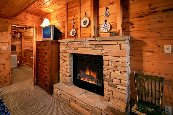 Cabin with 2 queen suites offering jacuzzi tubs - Smoky Mountain Melody