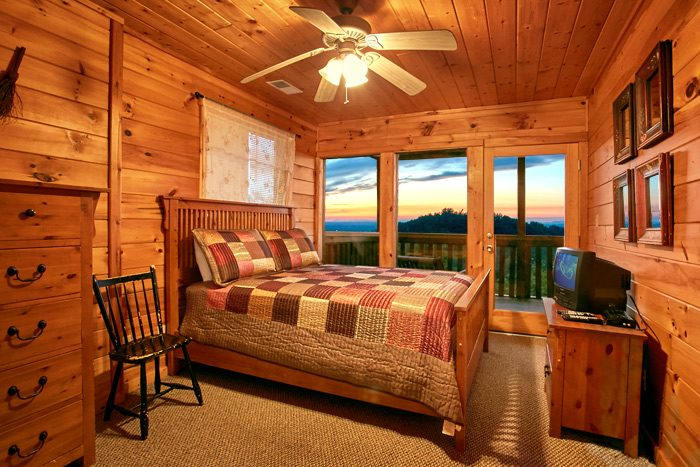 4 bedroom cabin with 2 jacuzzis and hot tub - Smoky Mountain Melody