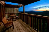 Cabin with mountain views and 4 decks
