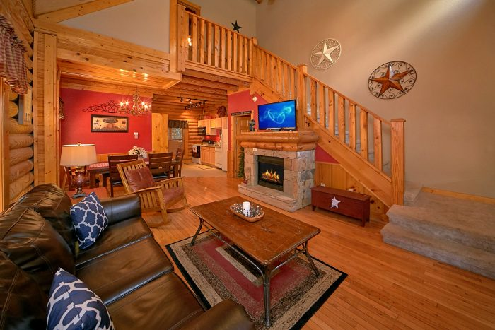2 bedroom cabin with fireplace in living room - Southern Deluxe