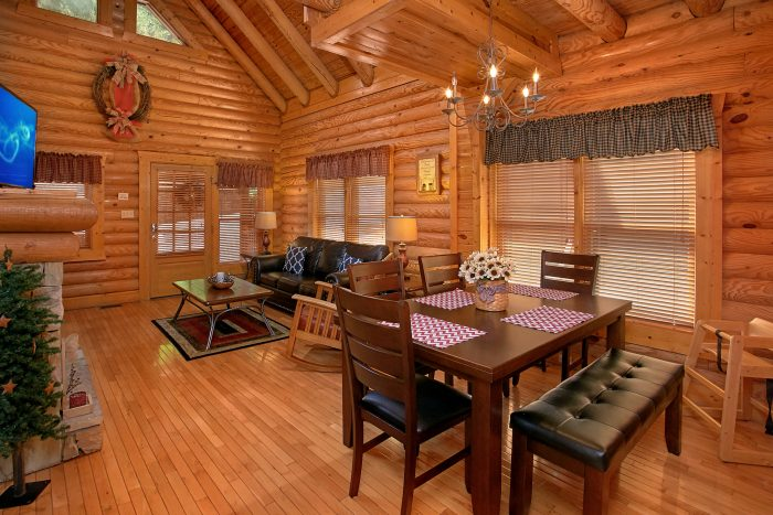 2 bedroom cabin with dining room table for 6 - Southern Deluxe