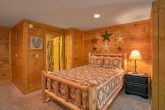 Rustic 2 bedroom cabin with queen bed