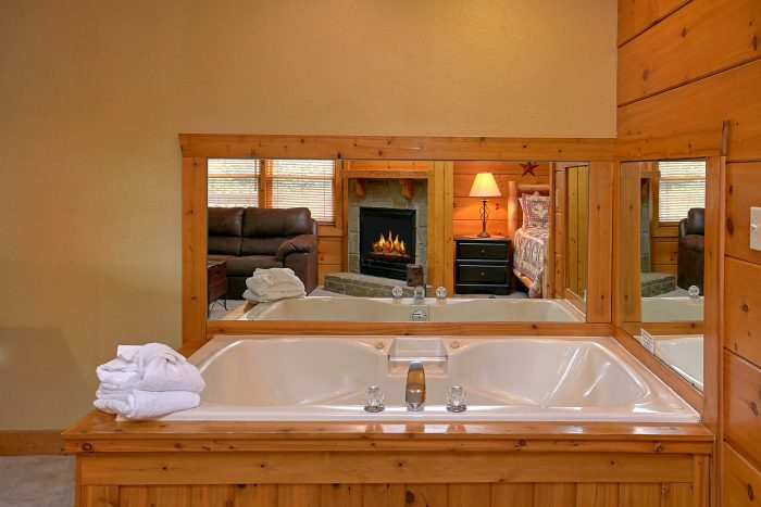 Rustic 2 bedroom cabin with 2 jacuzzi tubs - Southern Deluxe