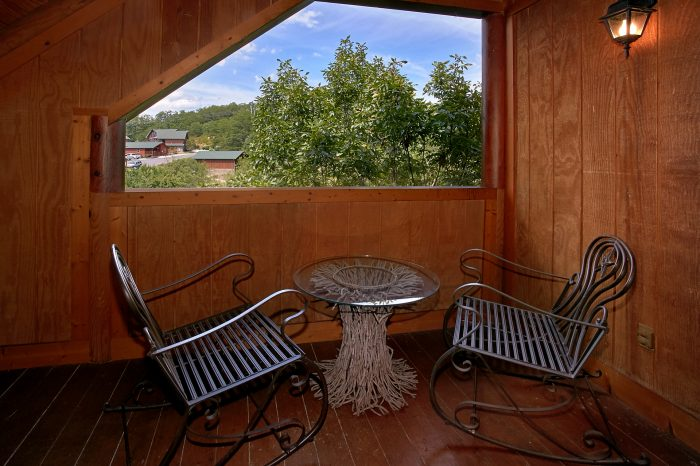Private deck with view of the mountains - Southern Deluxe