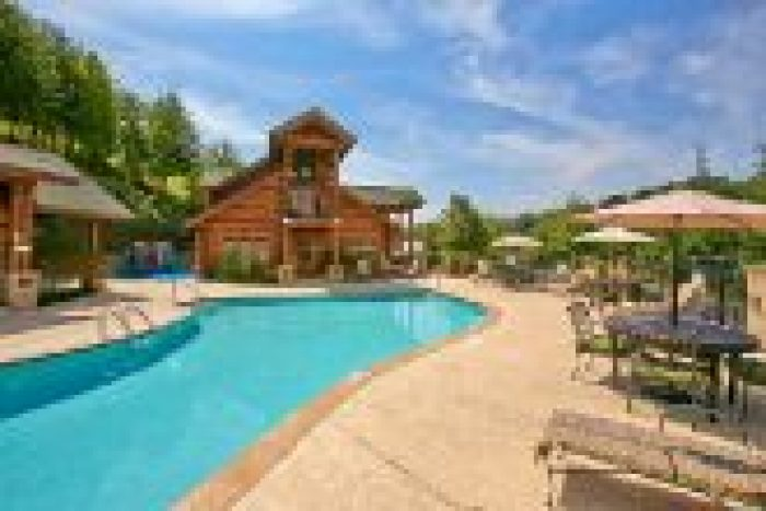 Cabin with resort swimming pool access - Southern Deluxe