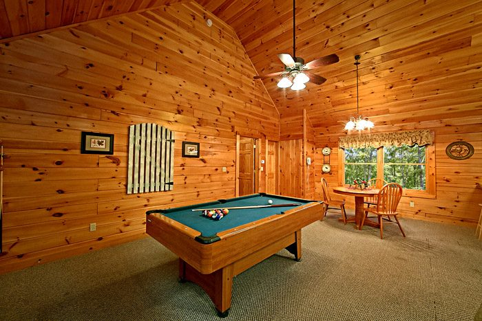 Cabin with Pool Table - Southern Lights