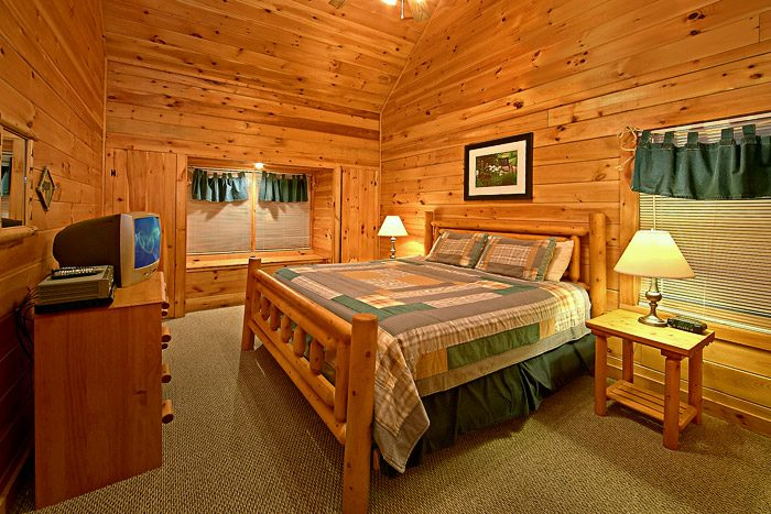 Cabin with King Bedroom - Southern Lights