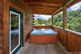 2 Bedroom Cabin near Downtown with a Hot Tub