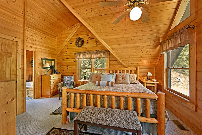 Cabin with King Size Bed - Spirit of the Valley