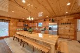 6 Bedroom Cabin with Large Dining Room Table