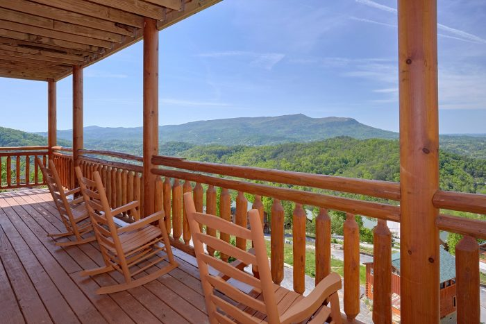 6 Bedroom Cabin with Private Deck Mountain Views - Splashin' With A View