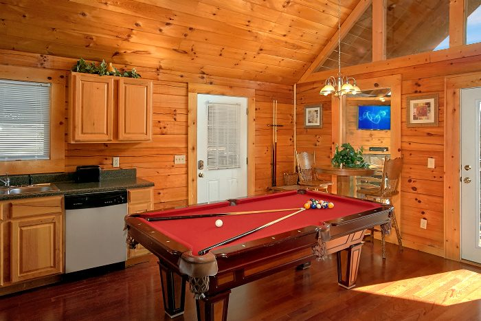 1 Bedroom Premium Cabin with Pool Table - Splish Splash