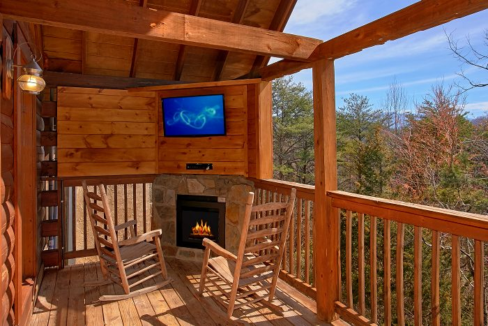 Premium Cabin with Outdoor Fireplace and TV - Splish Splash