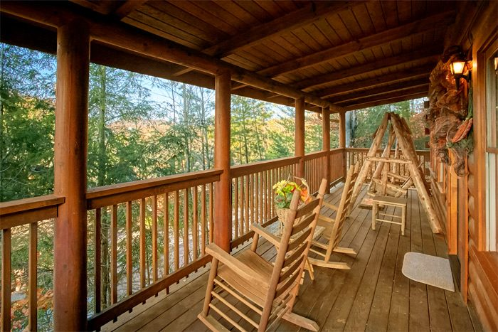 Honeymoon cabin with wooded view and porch swing - Stairway To Heaven