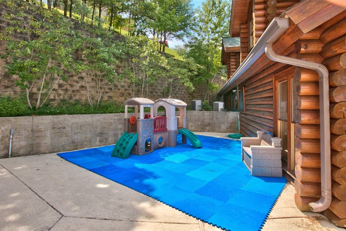 Cabin with resort playground and pool - Stairway To Heaven