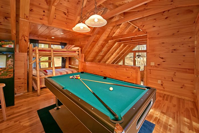 Cabin with loft game room and pool table - Starry Night