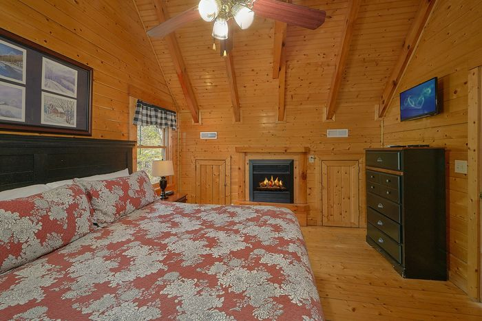 Cabin with Family Sized Dining Table - Suite Retreat