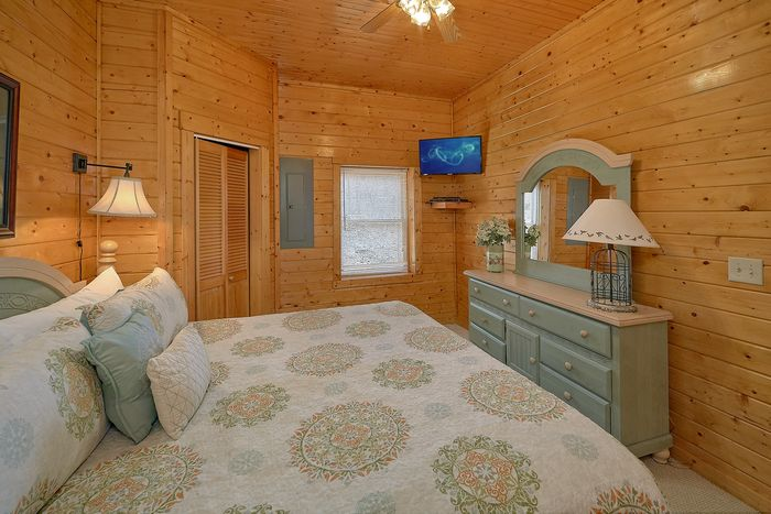 Cabin with Four King Beds - Suite Retreat