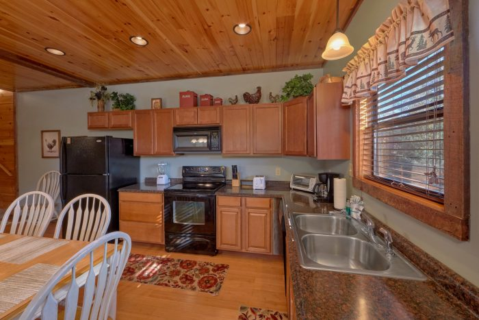 Pigeon Forge Cabin with Three King Bedrooms - Sundaze