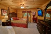 Luxury Cabin with Jacuzzi Tub and Private Bath