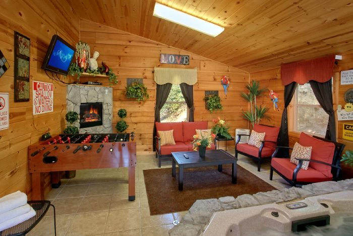 2 Bedroom Cabin with Pool and Sitting Area - Swimming Hole