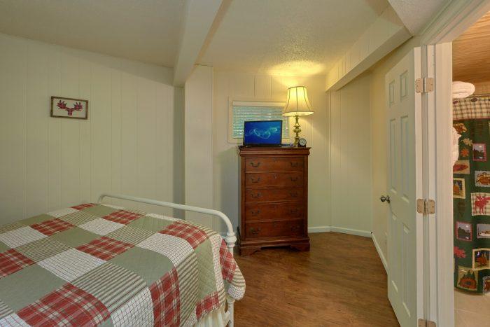 Gatlinburg 3 Bedroom Cabin Sleeps 8 - The Birds Nest