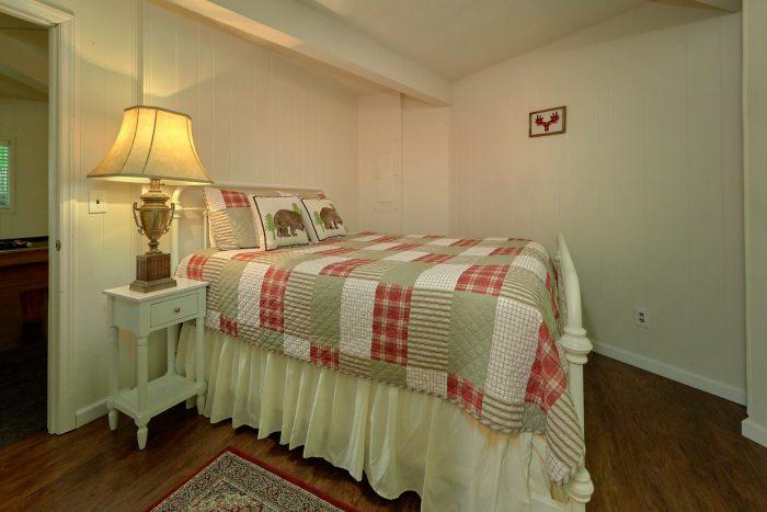 3 Bedroom Cabin TV's in all Rooms - The Birds Nest