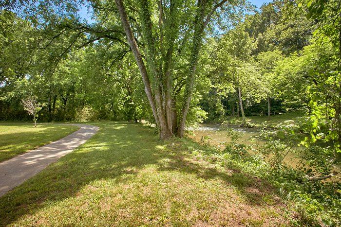 2 bedroom rental home beside the creek - The Chocolate Moose