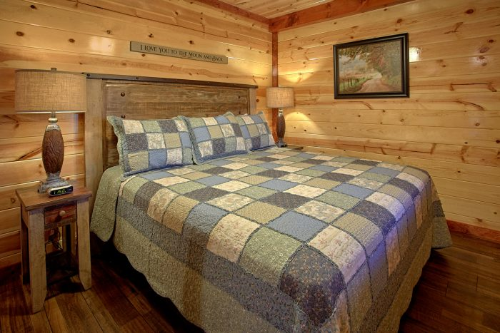 Spacious 4 Bedroom Cabin Sleeps 14 - The Only TenISee