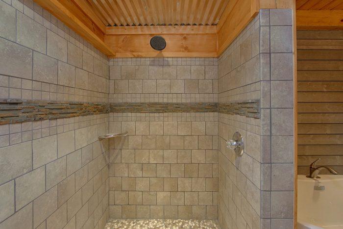 1 Bedroom Cabin Sleeps 4 with Luxurious Shower - The Overlook